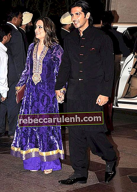 Zayed Khan at Esha Deol's sangeet ceremony in 2012
