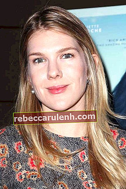 Lily Rabe bei
