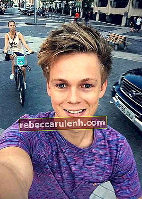Caspar Lee in einem Instagram Selfie im August 2014