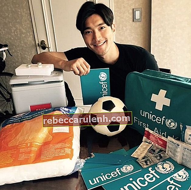 Choi Si-won posiert im April 2015 mit UNICEF Inspired Gifts