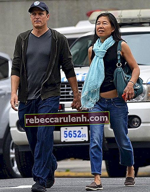 Woody Harrelson geht Hand in Hand mit Frau Laura Louie in New York City am 22. Mai 2013