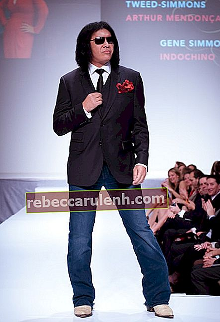 Gene Simmons w Indochino podczas pokazu celebrytów Heart and Stroke Foundation - The Heart Truth w lutym 2012 roku